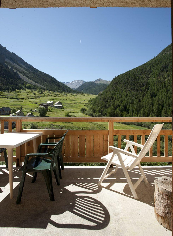Terrasse pour profiter de la vue sur la vallée de l'Izoard